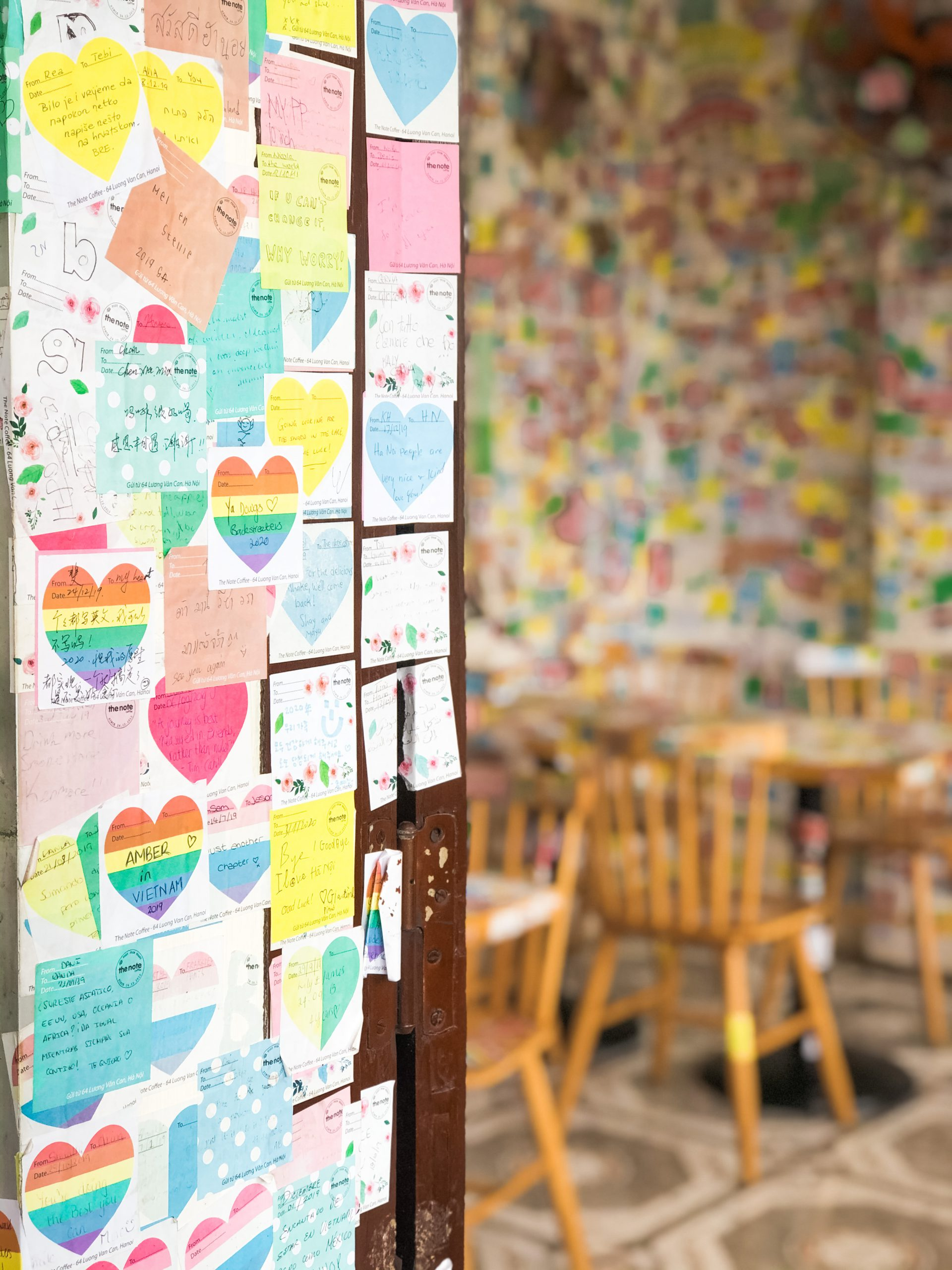 Post it note with chairs behind